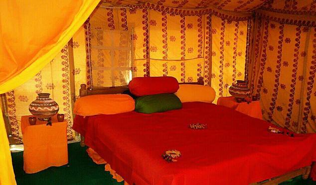 Splendiferous Desertic Tent Service